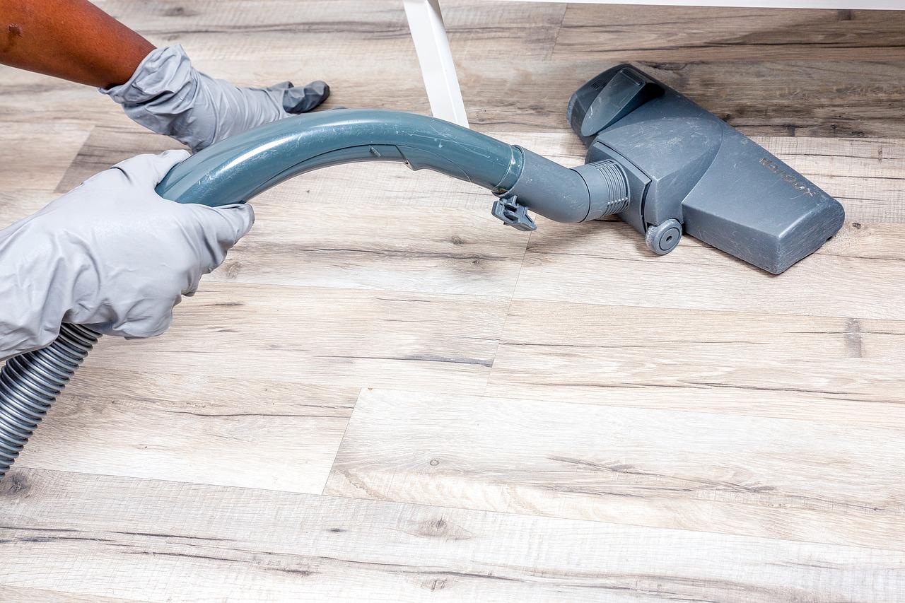 Comment nettoyer soi-même les équipements à l'intérieur de sa maison